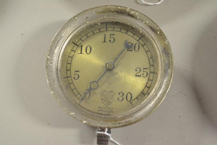 Antique A M Company 30 Lb Pressure Gauge