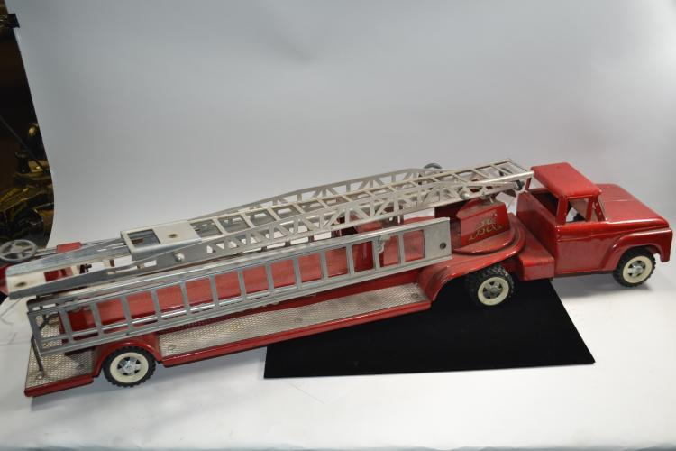 Vintage Structo Pressed Steel Fire Truck & Aerial Ladder Trailer