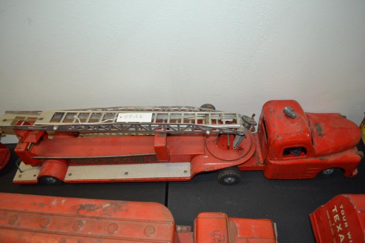 Antique Or Vintage Structo Toys Aerial Fire Truck And Trailer Sfd Pressed Steel Truck