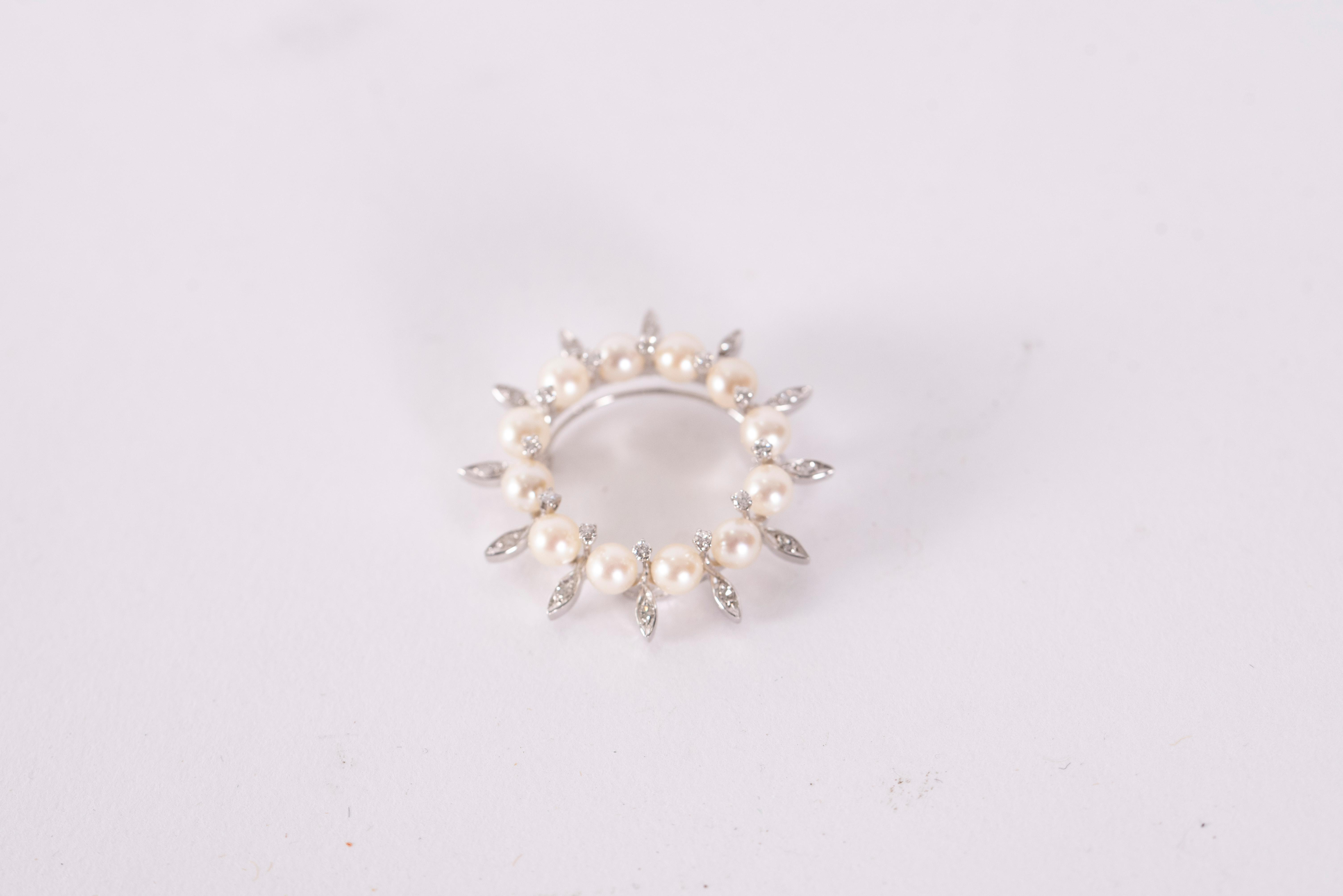14K White Gold Circle Brooch with Twelve Pearls