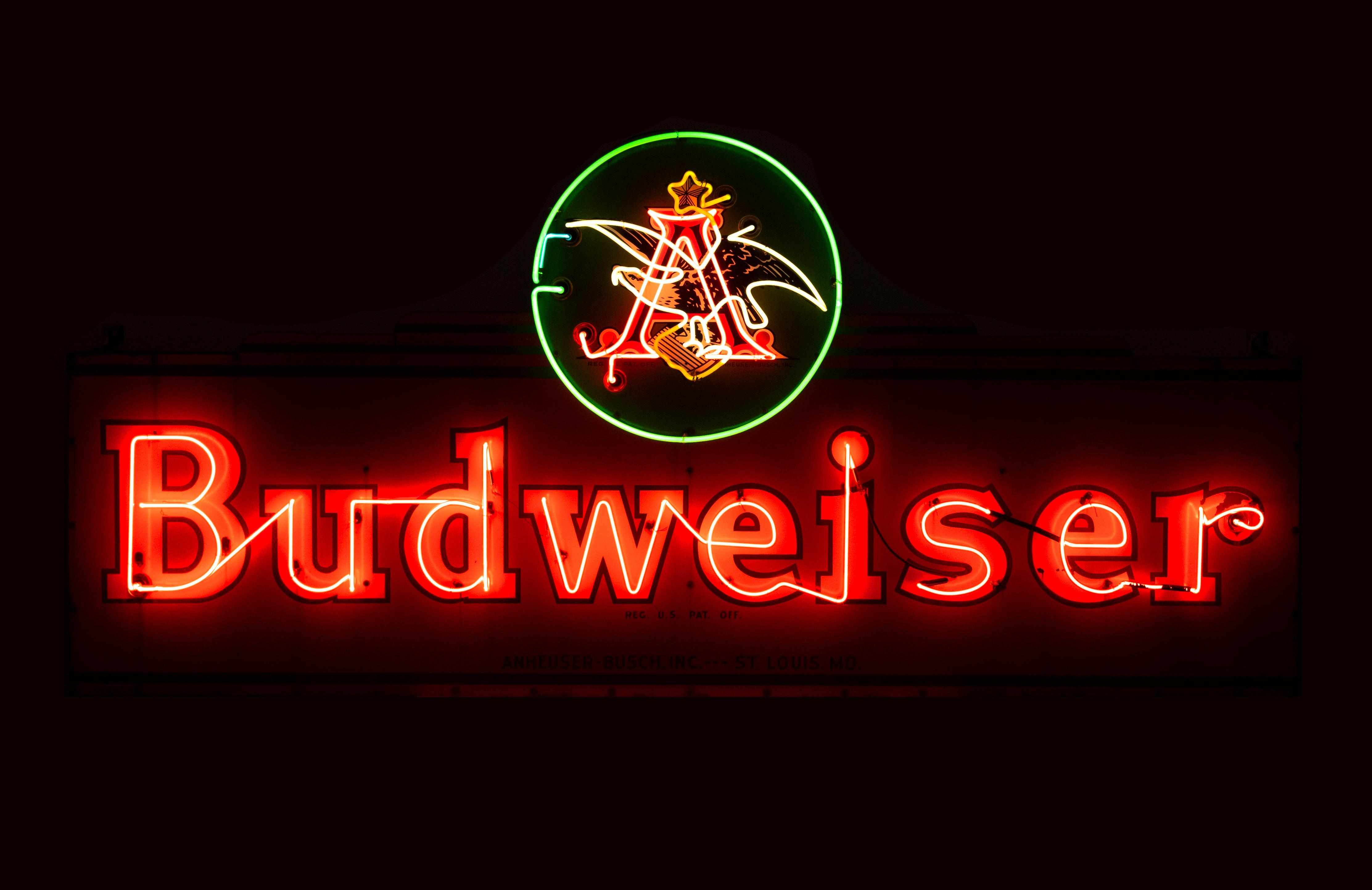 Vintage Anheuser Busch Budweiser Neon Sign Total height 4 feet 3 inches, width 9 feet, depth 10 inches