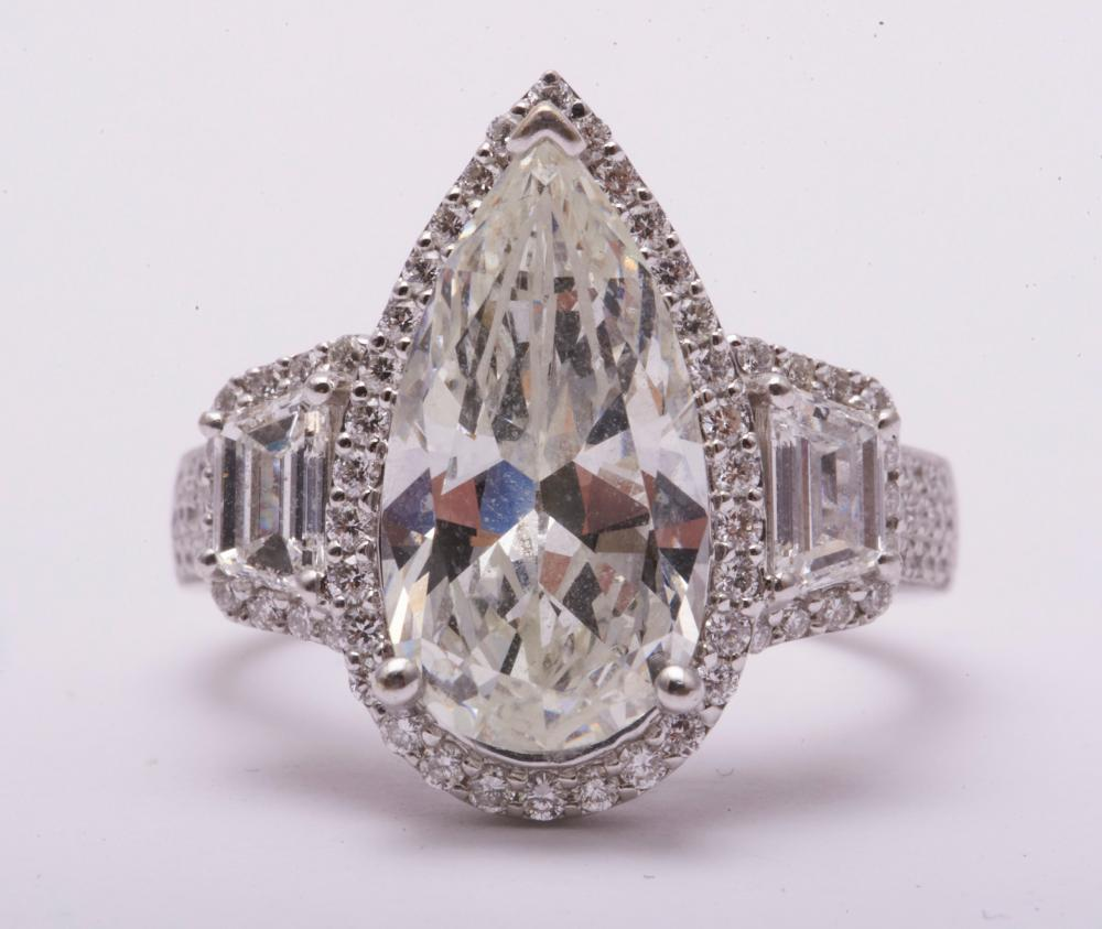 Ladies 5 ct Diamond Ring