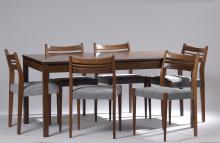 TRAVAIL DU XXème SIECLE  Une table rectangulaire en wengé et six chaises en teck , assises en tissu. Plateau coulissant ouvrant sur une caisson de rangement.
