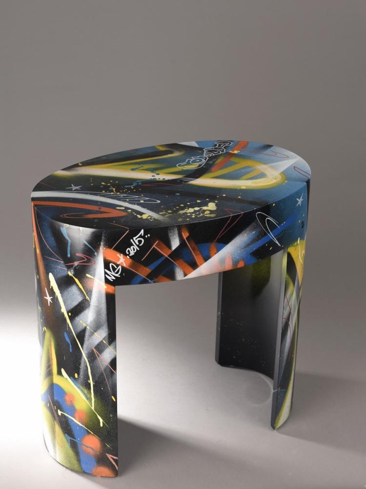 mg la bomba eta sellette street art en bois laqu noir et. Black Bedroom Furniture Sets. Home Design Ideas