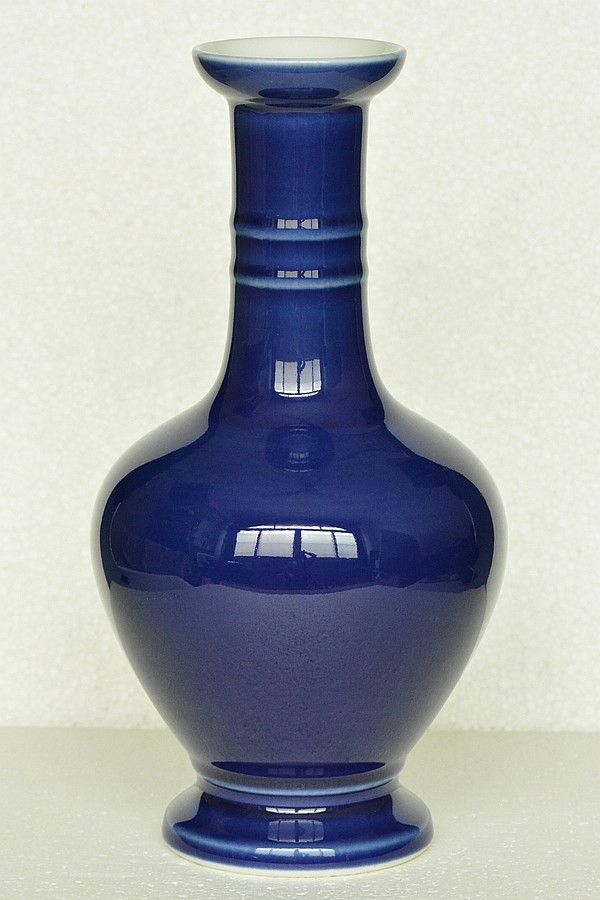 $1 Chinese Porcelain Vase Qianlong Mark
