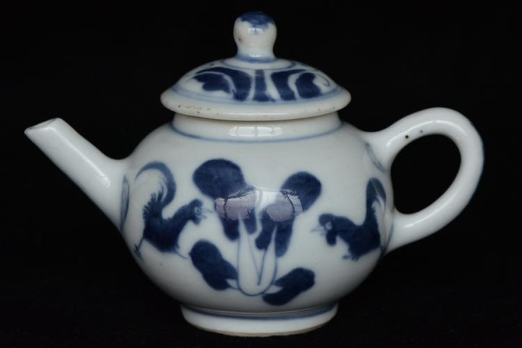 $1 Chinese Blue and White Teapot Kangxi Period
