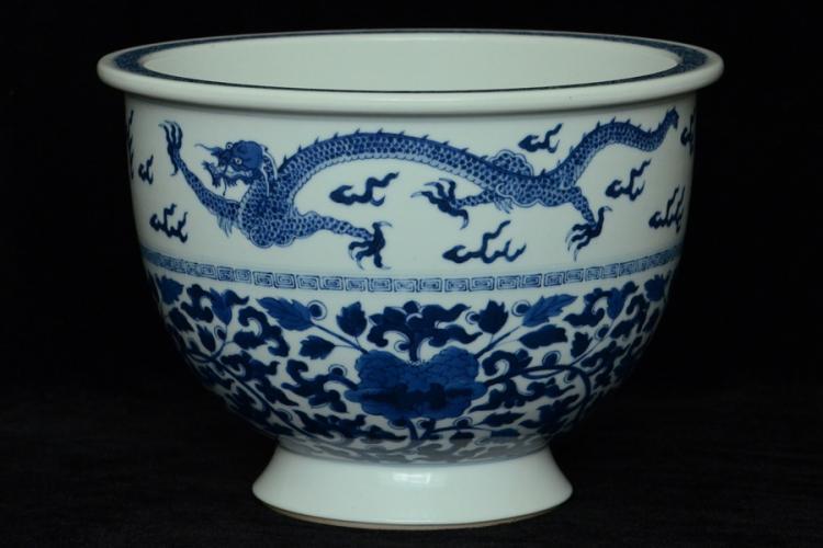 $1 Chinese Porcelain Dragon Pot Kangxi Period