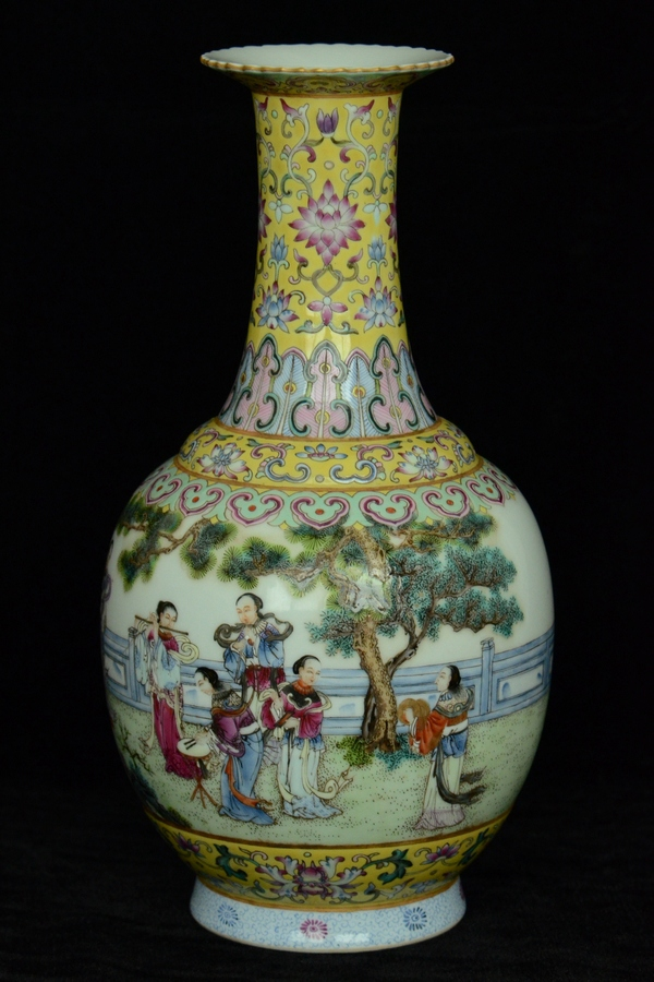 $1 Chinese Famille Rose Vase Figure Qianlong Mark