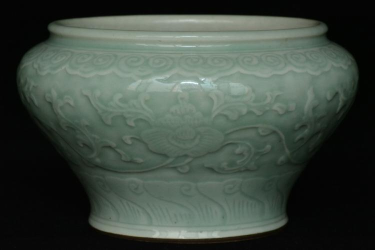 $1 Chinese Porcelain Jar Qianlong Mark & Period