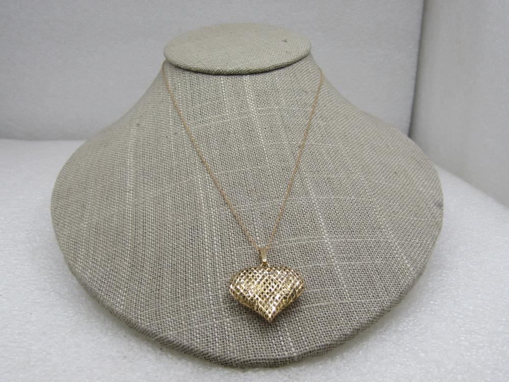 """Vintage 14kt Puffy Mesh Heart Necklace, 16.5"""" Israel"""