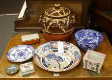 Various ceramic & Oriental items comprising a modern Imari charger, Wedgwood blue & white plate, small cloisonné dish and box,