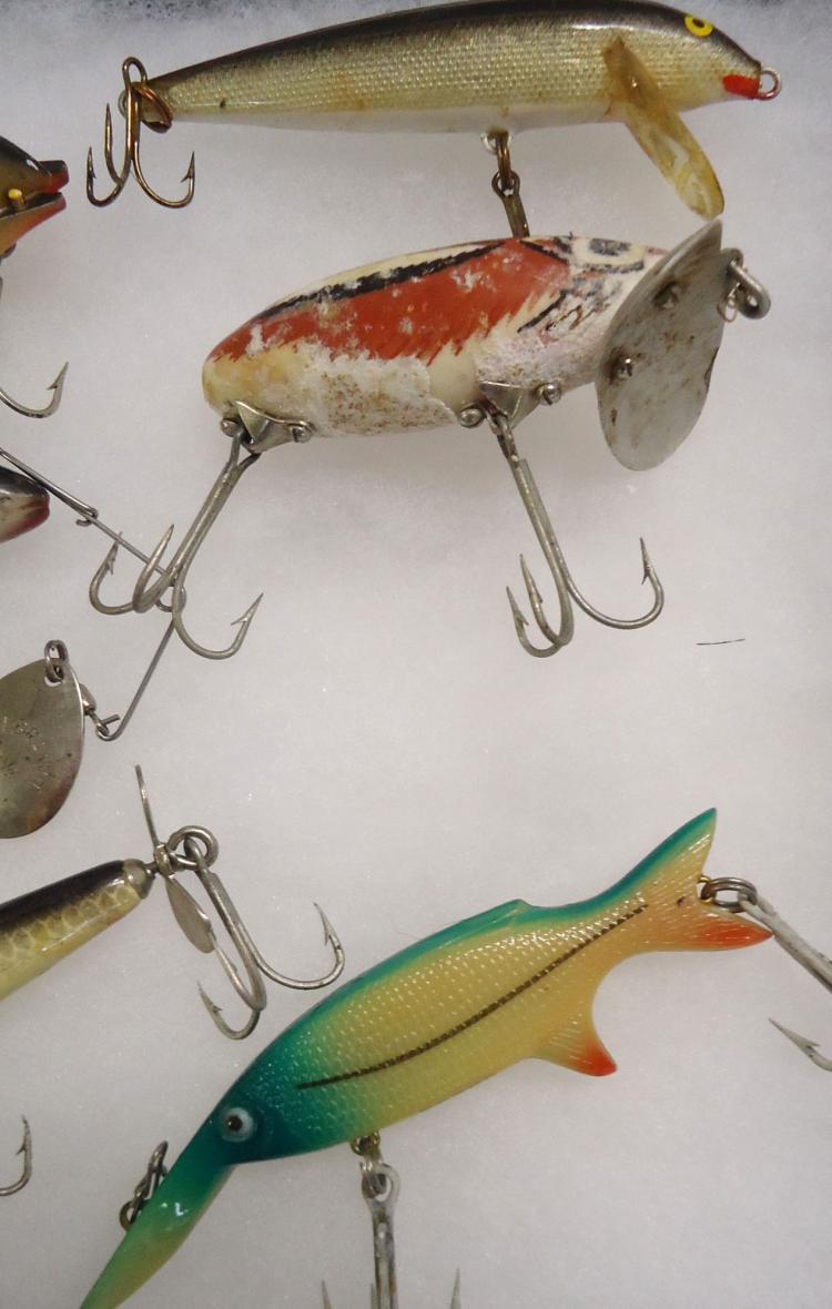 9 vintage fishing lures for Vintage fishing lures