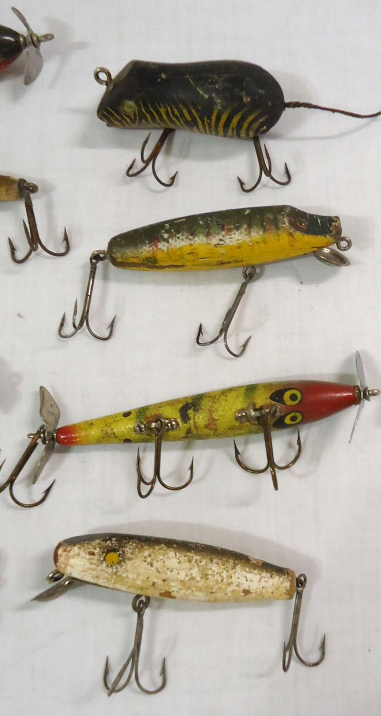 8 vintage wooden fishing lures for Wood fishing lures
