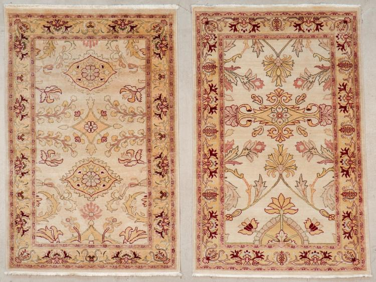 2 Vintage Agra Rugs: Each Size: 3'11'' x 6'0'' (119 x 183 cm)
