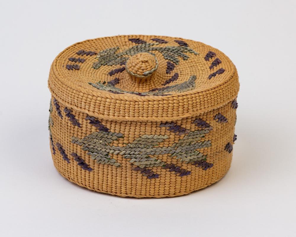 A round Haida spruce root lidded basket, 2 1/2 x 4 3/4 in. (6.3 x 12.1 cm)