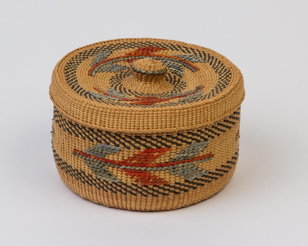 A round Haida spruce root lidded basket, 3 x 5 in. (7.6 x 12.7 cm)