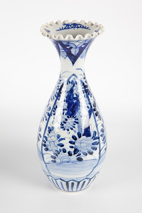 JAPANESE BLUE AND WHITE PORCELAIN VASE