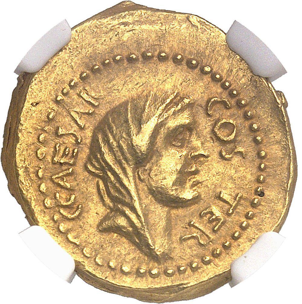 RÉPUBLIQUE ROMAINE Jules César (60-44 av. J.-C.). Aureus ND (46 av. J.-C.),