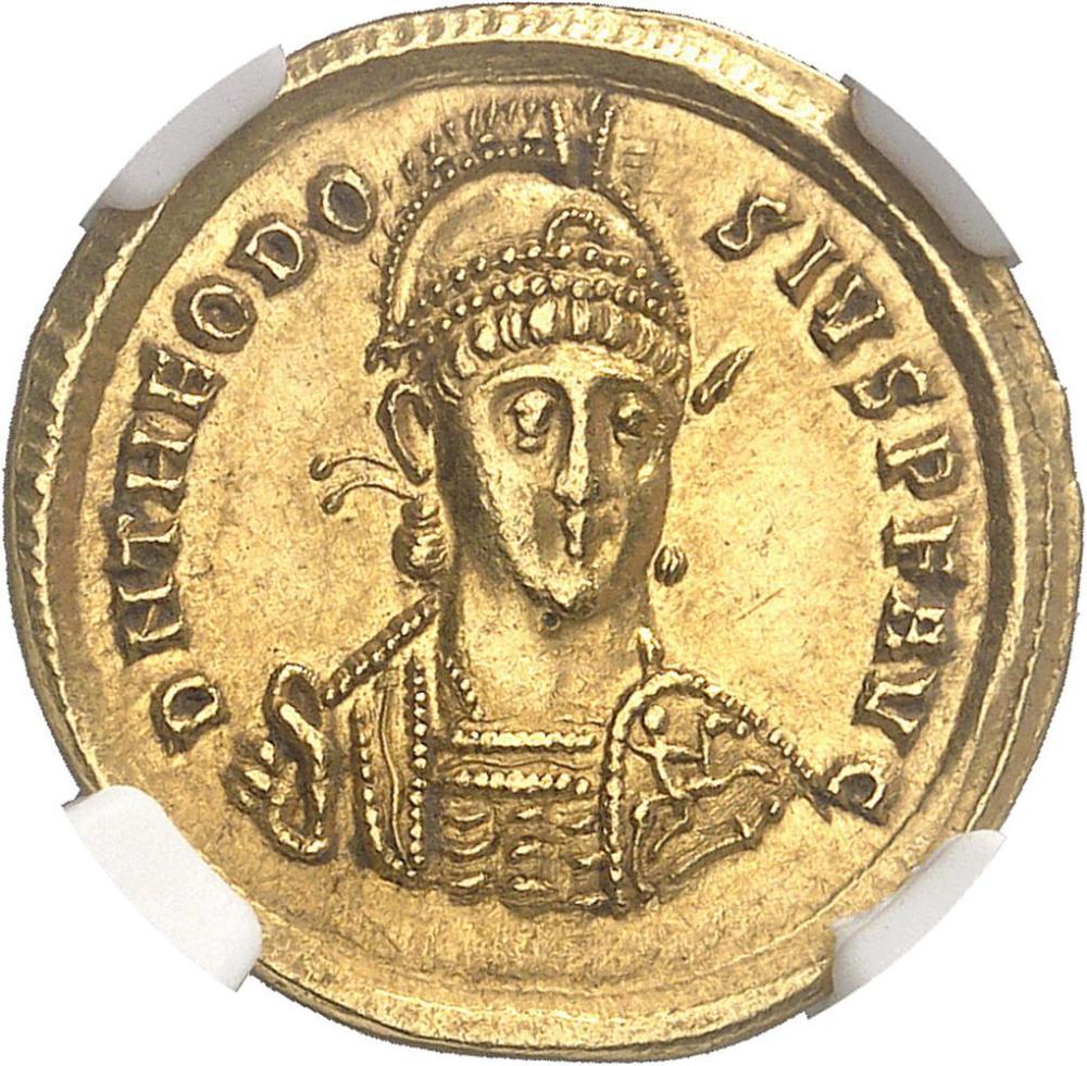 EMPIRE BYZANTIN Théodose II (402-450). Solidus 402, Constantinople. NGC Cho