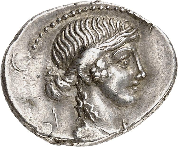 RÉPUBLIQUE ROMAINE Plaetorius Cestianus (69 av. J.C). Denier, Rome.