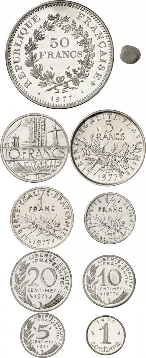 FRANCE V° République (1959- à nos jours). Coffret complet de 9 piéforts en argent 1977, avec leur certificats, 50 francs, 10 francs, 5 francs, 1 franc, ½ franc, 20 centimes, 10 centimes, 5 centimes, 1 centime.
