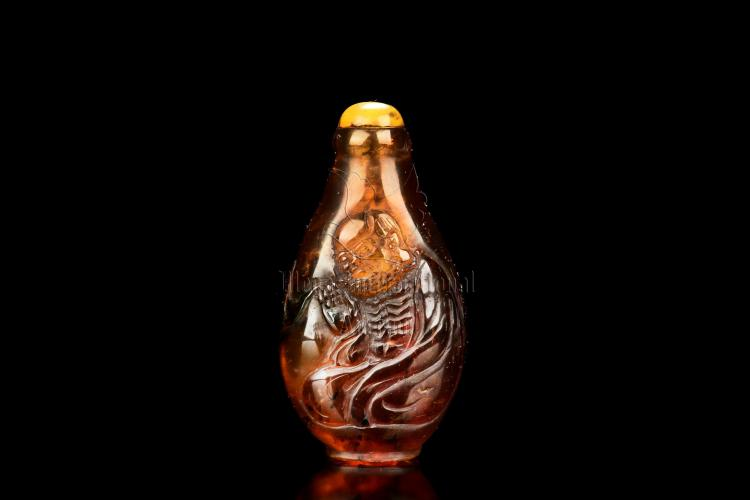 AMBER CARVED SNUFF BOTTLE