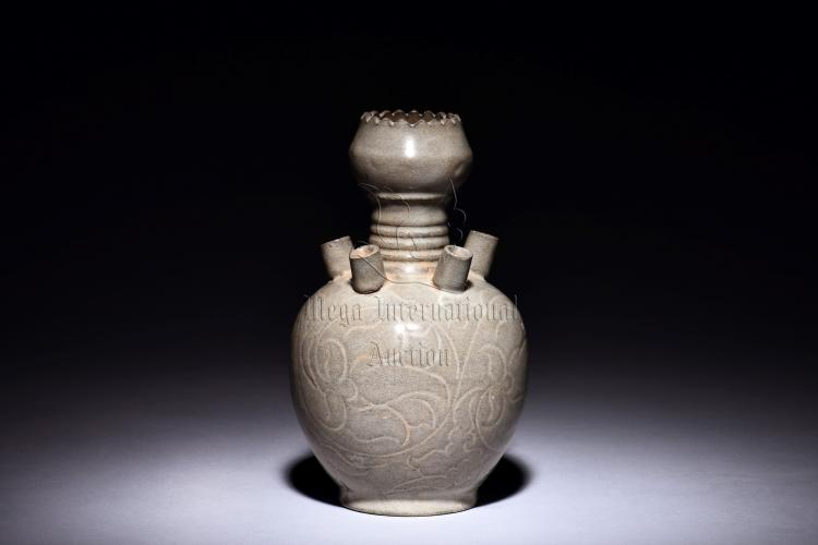 YUE WARE CARVED 'FLOWERS' BOTTLE VASE