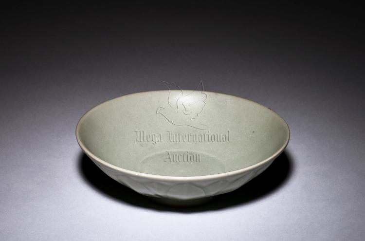 LONGQUAN WARE LOBATED BOWL