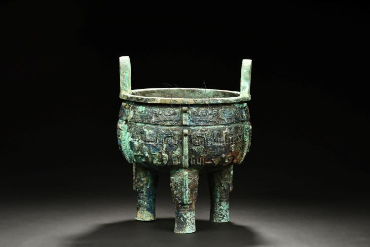 ARCHAIC BRONZE TRIPOD CENSER WITH HANDLES