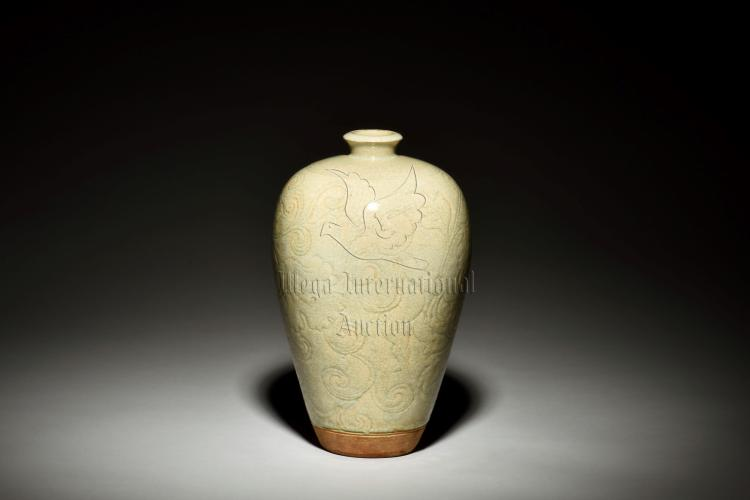 CELADON GLAZED AND IMPRESSED 'FLOWERS' VASE, MEIPING