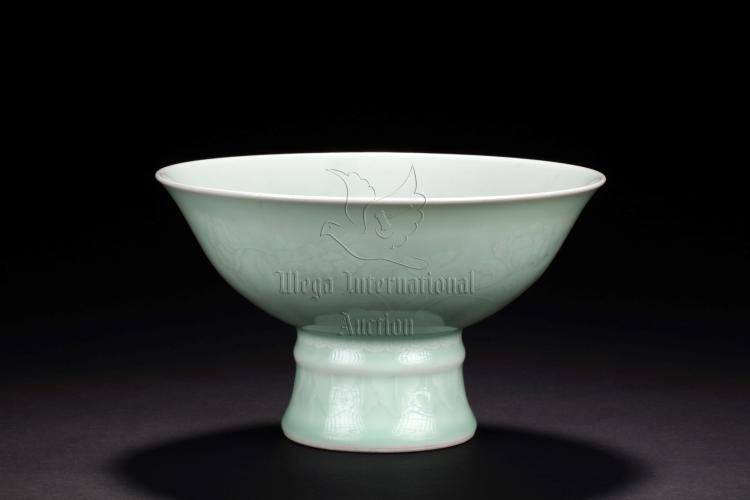 CELADON GLAZED AND IMPRESSED 'FLOWERS' STEM BOWL