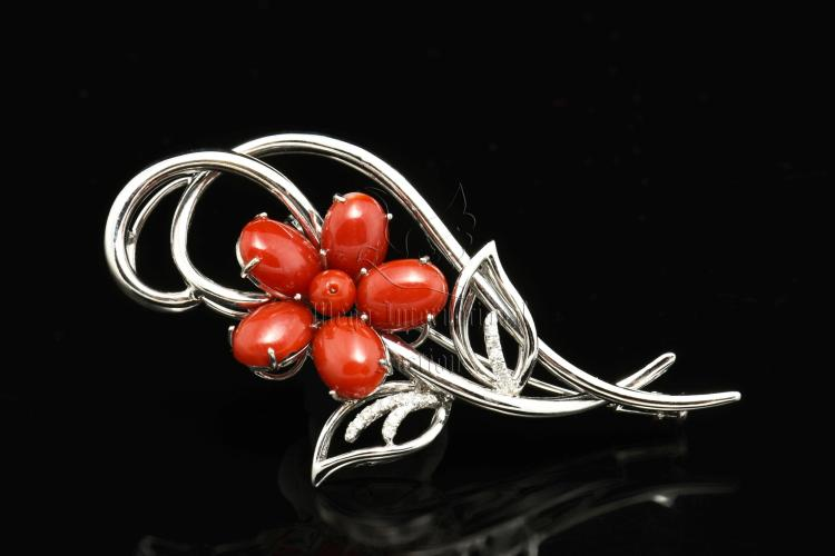 AKA RED CORAL FLOWER AND DIAMOND PENDANT/BROOCH