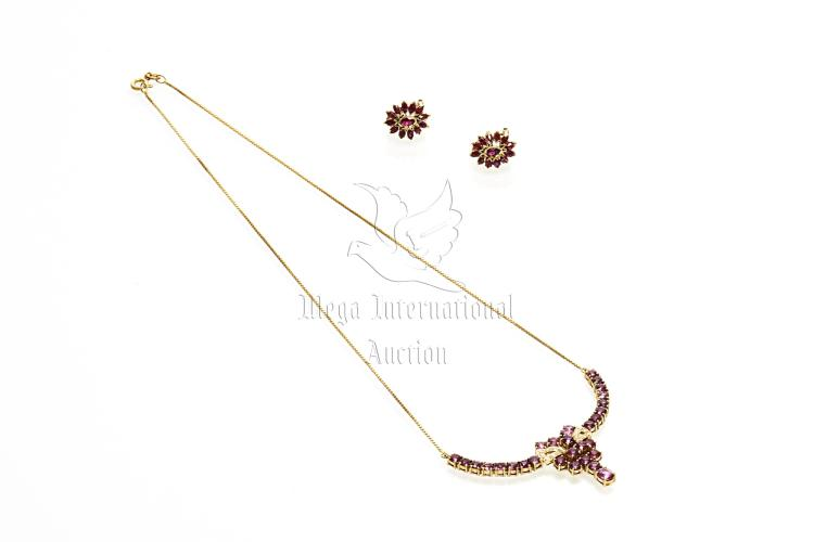 NATURAL RUBY PENDANT AND MATCHING EARRINGS WITH GIA CERTIFICATE