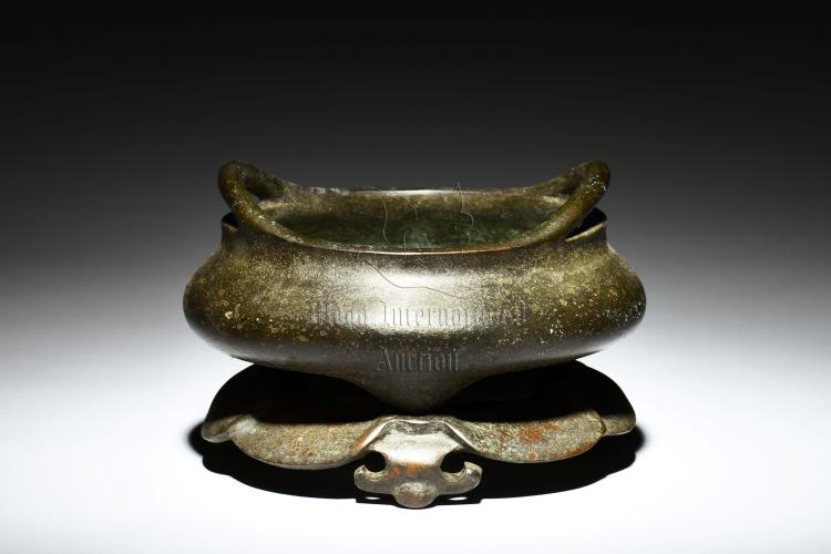 BRONZE CAST TRIPOD CENSER WITH RAISED HANDLES AND STAND