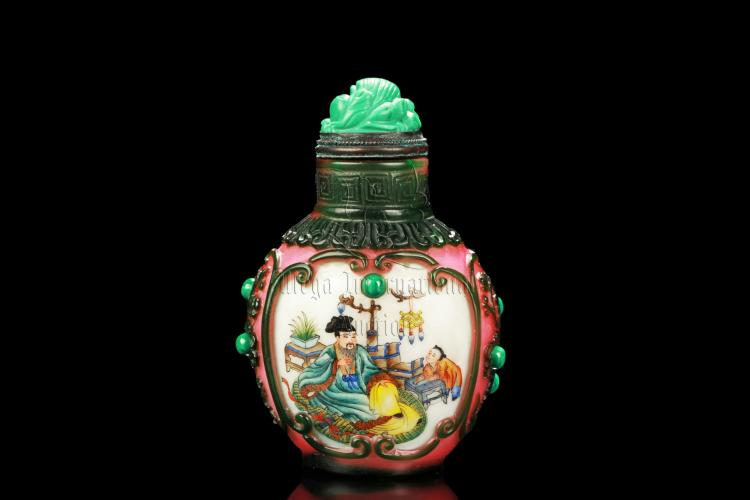 FAMILLE ROSE GLASS OVERLAY 'PEOPLE' SNUFF BOTTLE