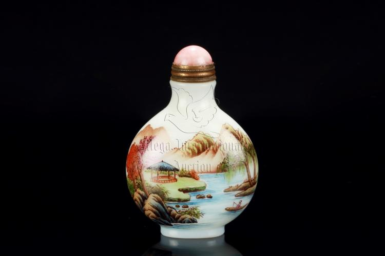 FAMILLE ROSE GLASS 'LANDSCAPE' SNUFF BOTTLE