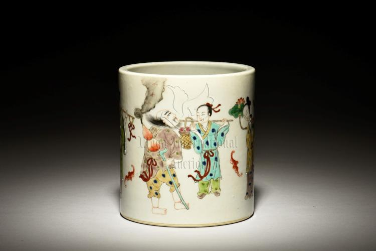 FAMILLE ROSE 'EIGHT IMMORTALS' BRUSH POT