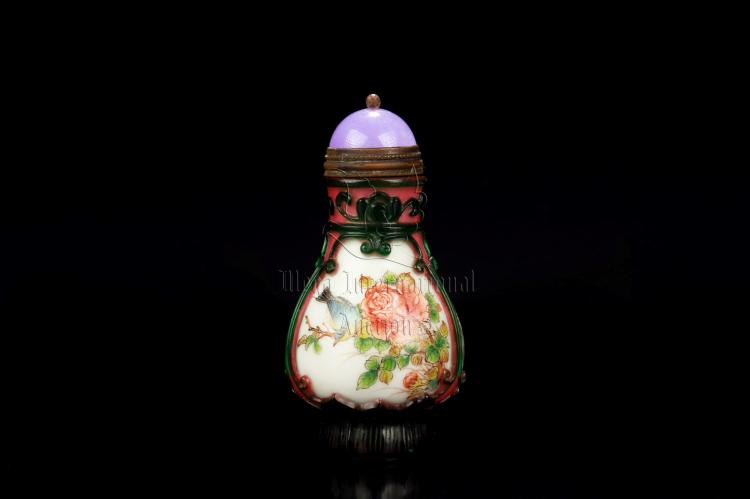 FAMILLE ROSE GLASS OVERLAY 'FLOWERS AND BIRDS' SNUFF BOTTLE