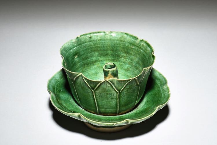 GREEN GLAZED 'LOTUS' OIL LAMP