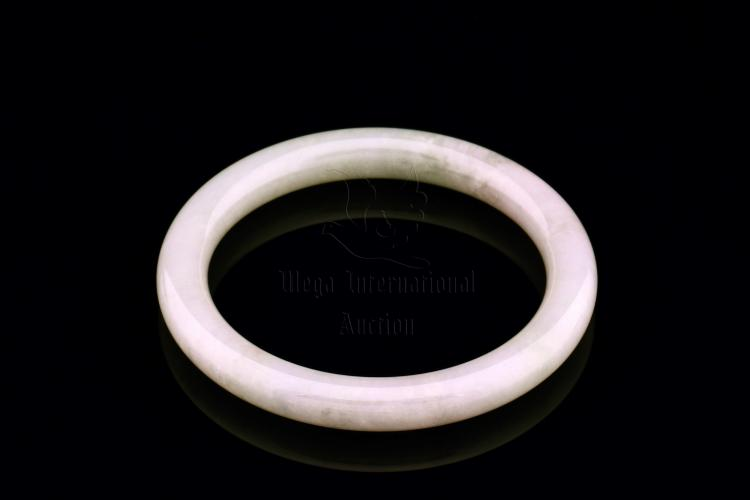 JADEITE BANGLE WITH GIA CERTIFICATE