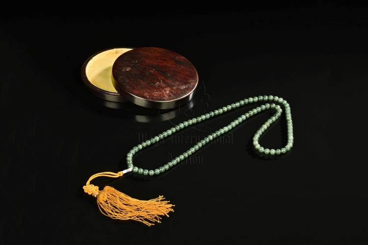 STRAND OF NEPHRITE JADE PRAYER BEADS WITH BOX