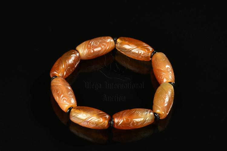 AGATE CARVED BEAD BRACELET