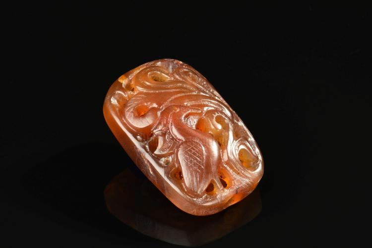 AGATE CARVED 'BIRD' ORNAMENT