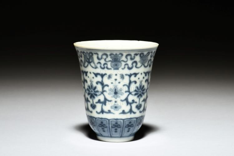 BLUE AND WHITE 'EIGHT TREASURES' WINE CUP