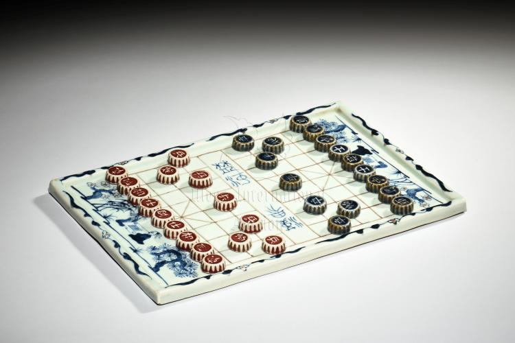 SET OF BLUE AND WHITE CHINESE CHESS
