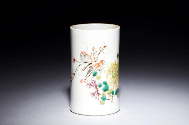 FAMILLE ROSE 'FLOWERS AND BIRDS' BRUSH POT