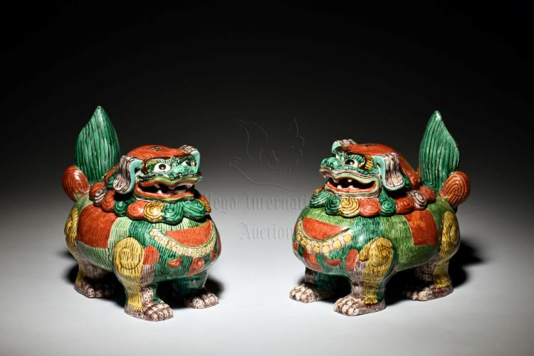 PAIR OF PORCELAIN LIONS JARS WITH COVER