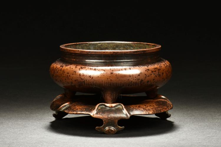 WU BANGZUO: BRONZE TRIPOD CENSER WITH STAND