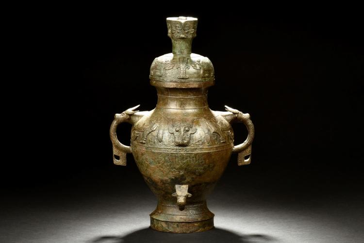 ARCHAIC BRONZE CAST RITUAL EWER WITH COVER