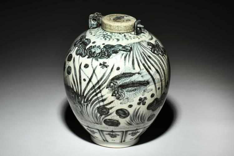 BLUE AND WHITE 'POND SCENERY' JAR WITH COVER